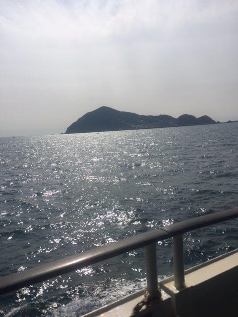 三重県神島(伊勢湾フェリーから見た様子)