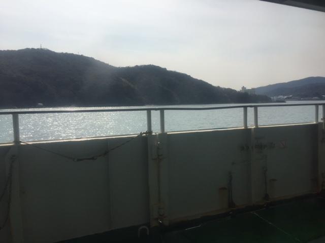 伊勢湾フェリーのデッキから見た菅島