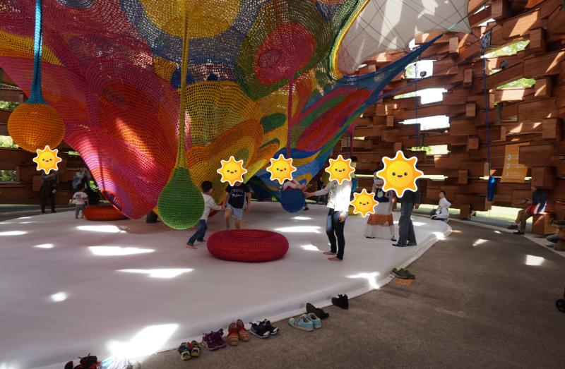 箱根彫刻の森美術館(ネットの森の内部、子ども達が遊んでいる様子)