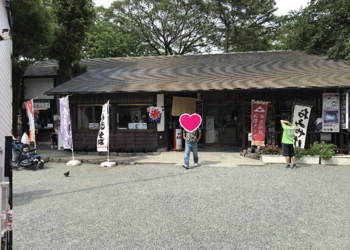 小田原城の天守閣近くの食事処