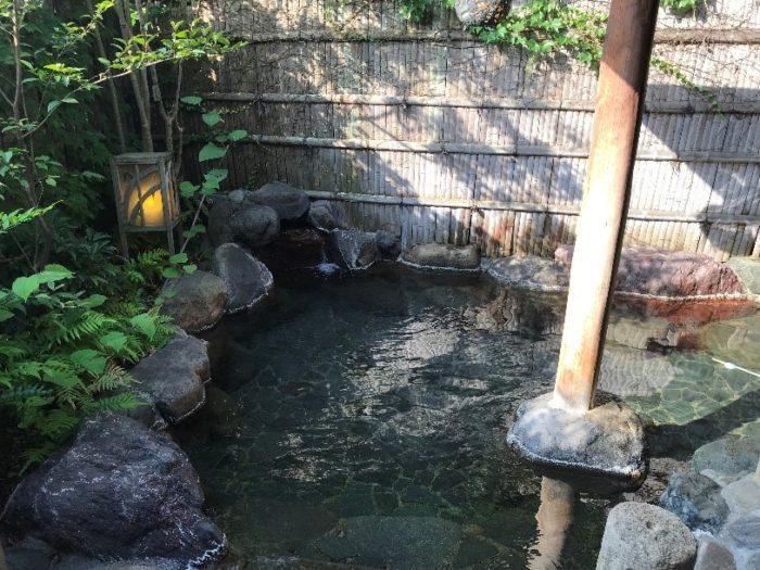 淘心庵米屋の大浴場の露天風呂
