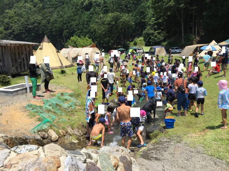 白川渡オートキャンプ場の魚つかみ取りイベントに参加
