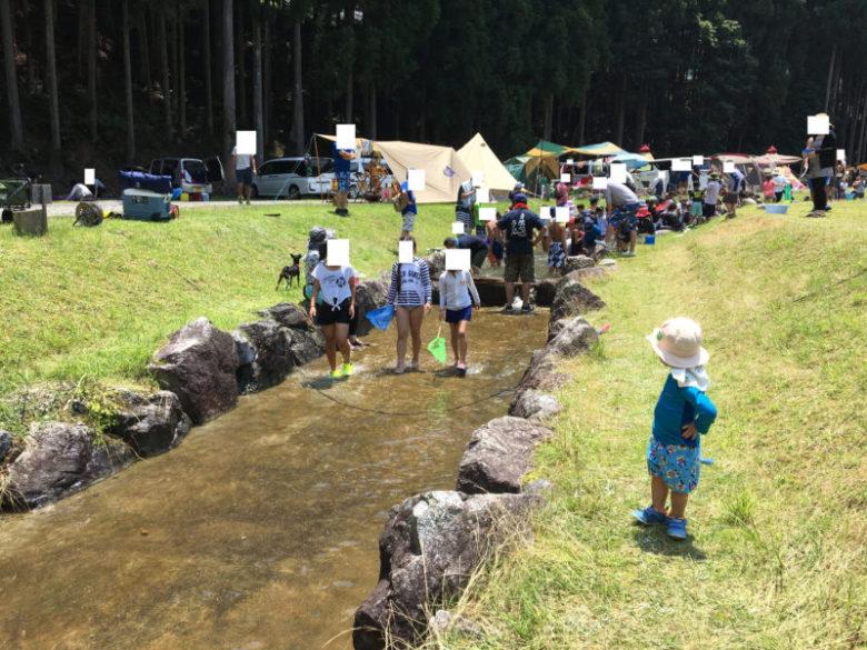白川渡オートキャンプ場で川遊び