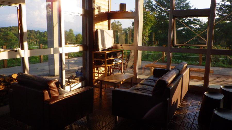 南乗鞍キャンプ場のセンターハウス出迎えた日没