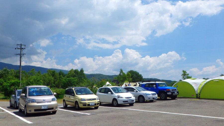 南乗鞍キャンプ場のセンターハウス駐車場