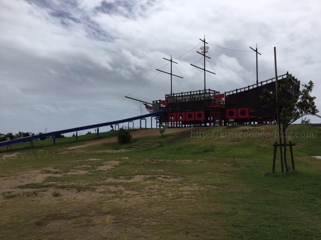 とびっこ公園の船の遊具