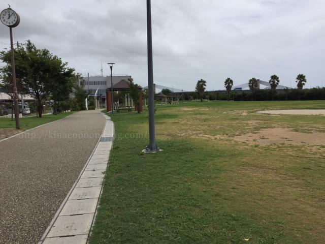 とびっこ公園の広場