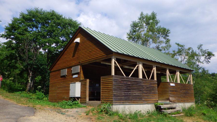南乗鞍キャンプ場のサニタリー棟