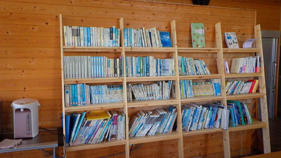 南乗鞍キャンプ場のセンターハウスにあるライブラリー(図書館)