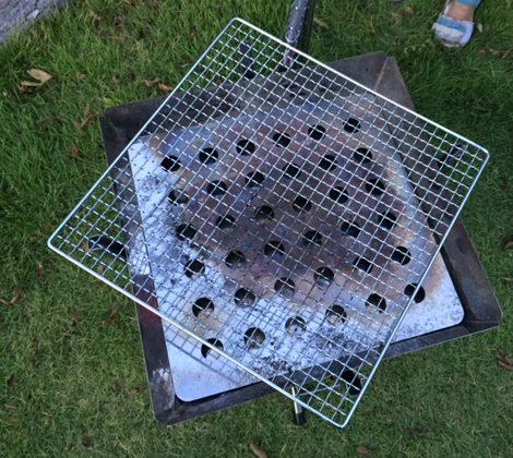 ユニフレームファイアグリルに焼き網をのせてみる