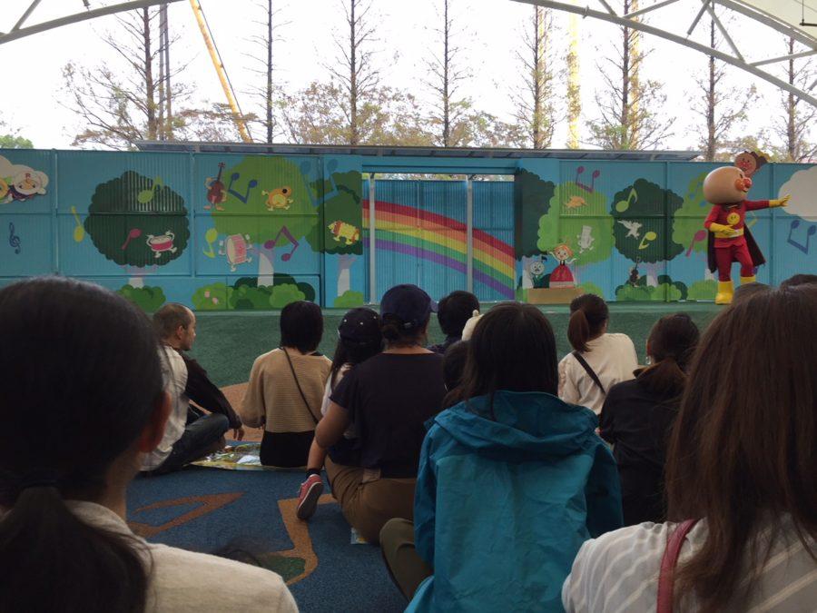 名古屋アンパンマンミュージアム「うみとおそらのボールパーク」雨天時のショーの様子