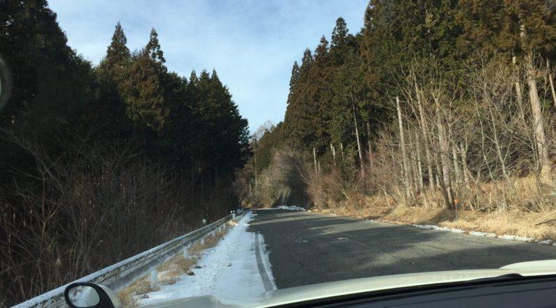 茶臼山高原スキー場への道の雪の状態