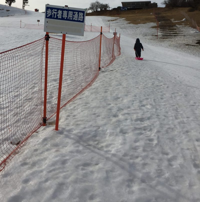 茶臼山高原スキー場のソリ広場、歩行者用通路