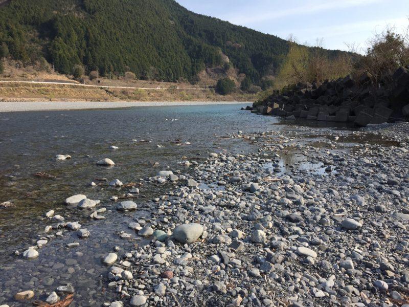 くのわき親水公園キャンプ場の川遊びができる河原