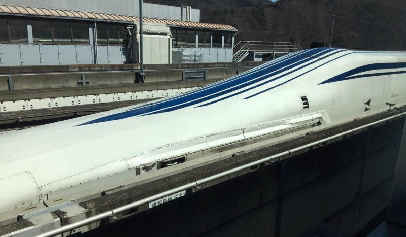 リニア見学センターから見るリニア車両本体