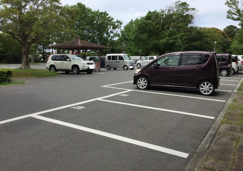 かぶと塚公園の南側駐車場