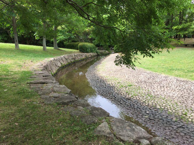 かぶと塚公園の池