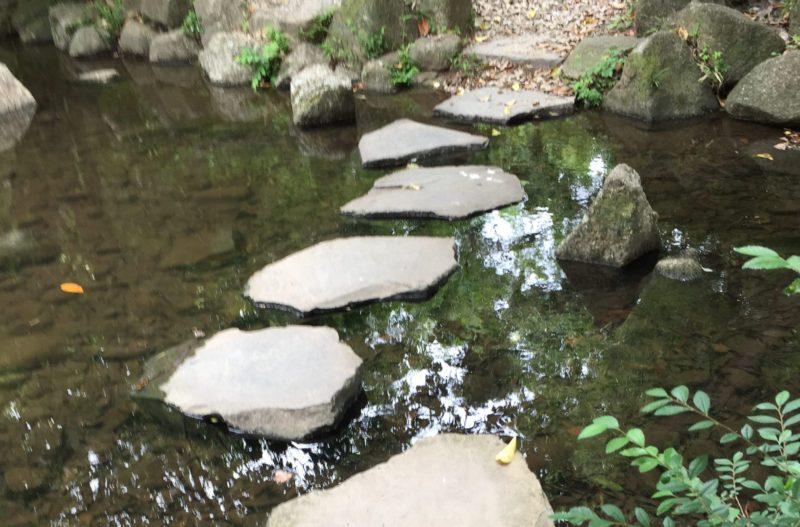 かぶと塚公園の石の橋