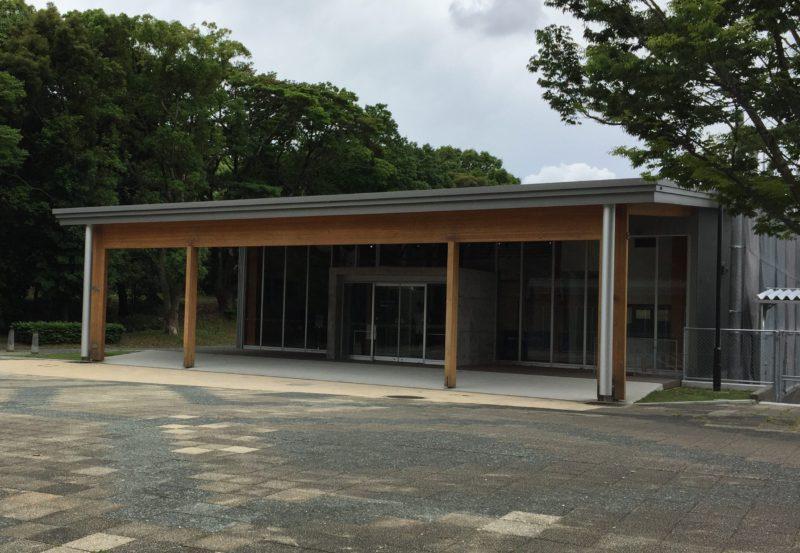 かぶと塚公園の卓球場