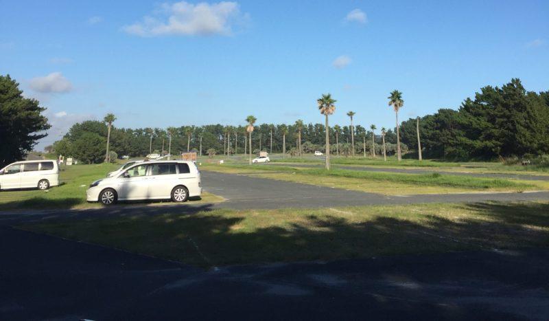 新居弁天の海浜公園の駐車場