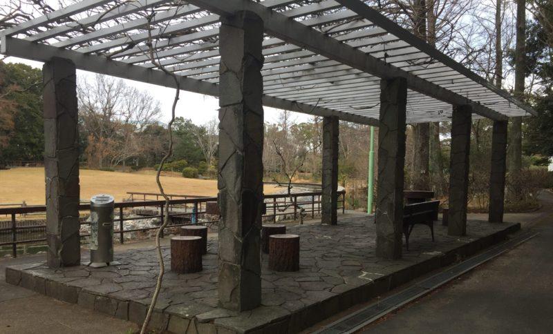 飯田公園の休憩スペース・喫煙所