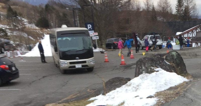 車山高原スカイパークスキー場の駐車場から出ている無料シャトルバス