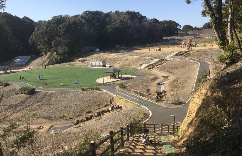 みつかわ夢の丘公園の散策道の階段から見た景色