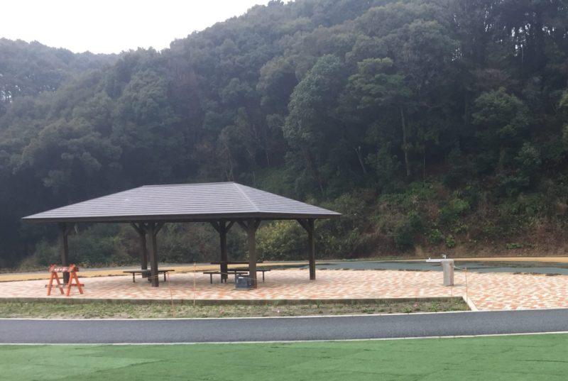 みつかわ夢の丘公園の屋根付き休憩所