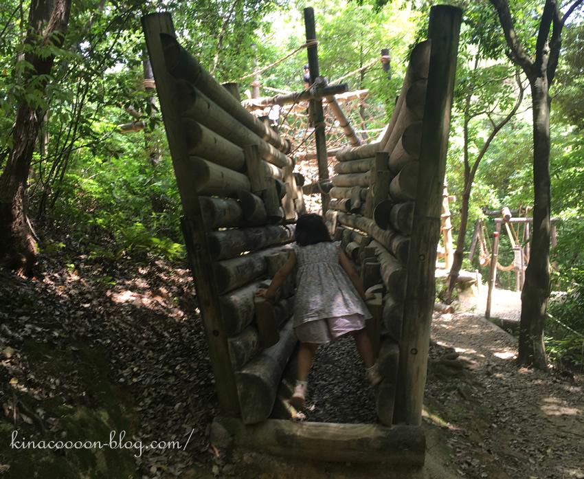 浜北森林アスレチックの13番(4歳娘が挑戦)